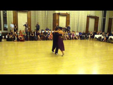 Michelle y Joachim Perform to Biagi