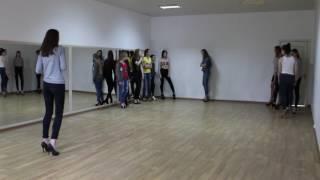 Zina Geichenko фрагмент урока дефиле в модельной школе, Покровск