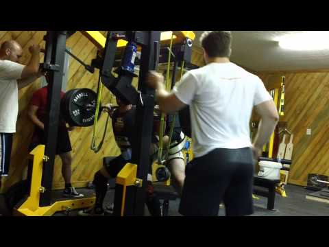 Joe McNeil 560lbs squat at 148lbs bodyweight 07-17-2013