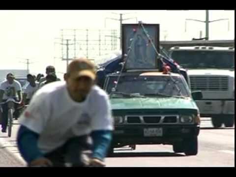Transitan en la autopista Puebla-México peregrinos que visitarán a la Virgen Guadalupana