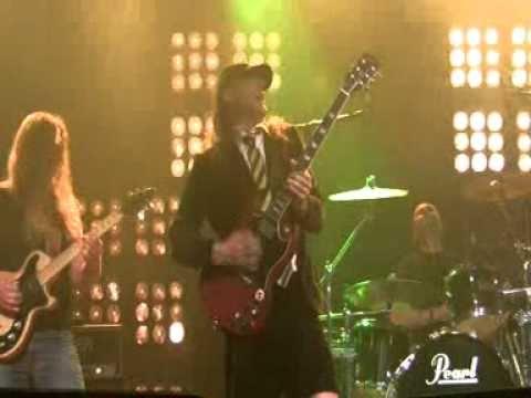 AC/DC's -- Thunderstruck [Country] A Finnish Hillbilly ...