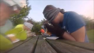 Opdracht #9 geblinddoekt taart eten met wanten aan! #BEAM #BEAMCHALENGE