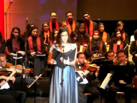Farrah El Dibany sings