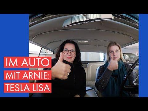 Im Auto mit Arnie und Tesla Lisa. Zwei Frauen mit Elektroauto Erfahrung.