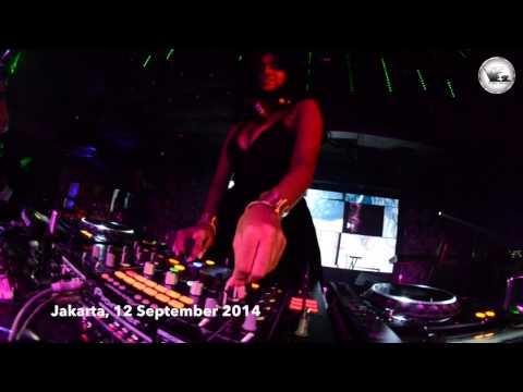 V2 Club Jakarta DJ VARRA 12 September 2014