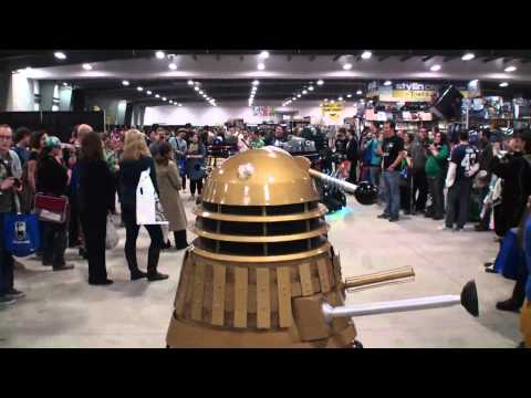 Dalek Scares girl at Ottawa Comiccon