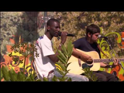 Wretch 32 feat. Josh Kumra - Don't Go (Glastonbury 2011)