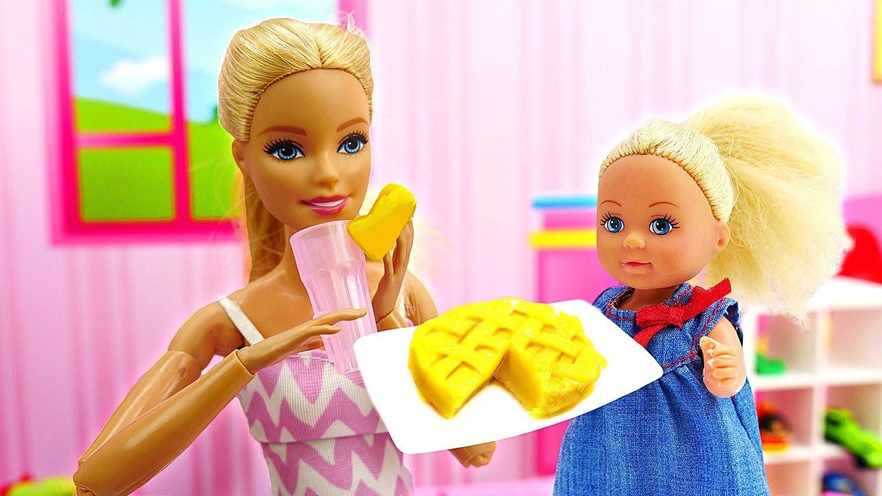 Video e giochi per bambini. Evi prepara una sorpresa per la mamma. Barbie in italiano