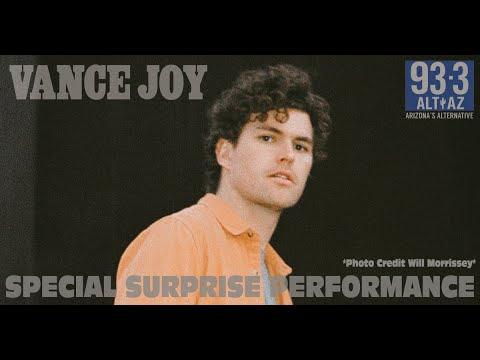 Vance Joy Surprises Us With A Performance!