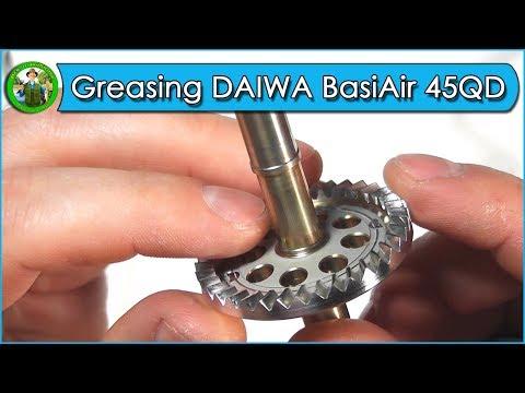 Greasing of the fishing reel DAIWA Tournament BasiAir 45QD
