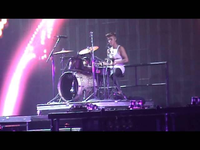 Justin Bieber drum solo-believe tour Bologna