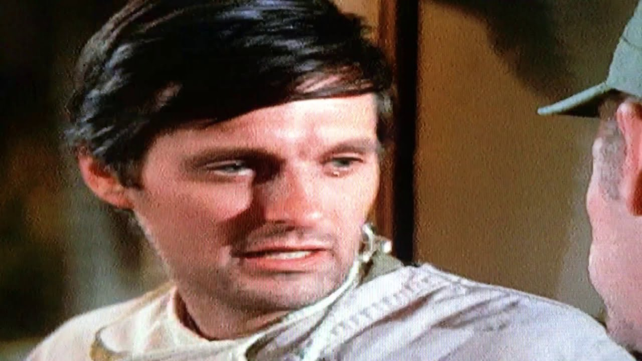 M*A*S*H  : Sometimes You Hear the Bullet S1, Ep17
