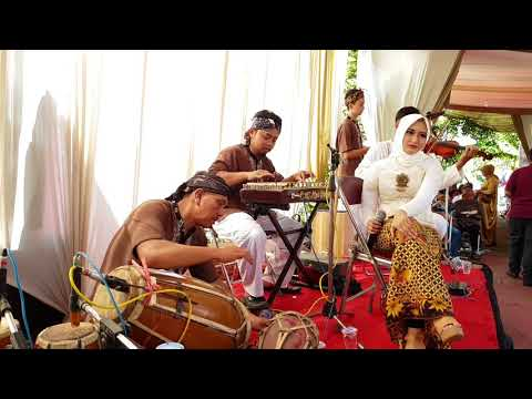 Kawih Sunda : Hamdan Wuyung Gandrung Dalingding Asih