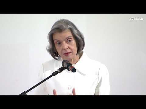 Cármen Lúcia Diz Que Críticas Fazem Parte Da Democracia