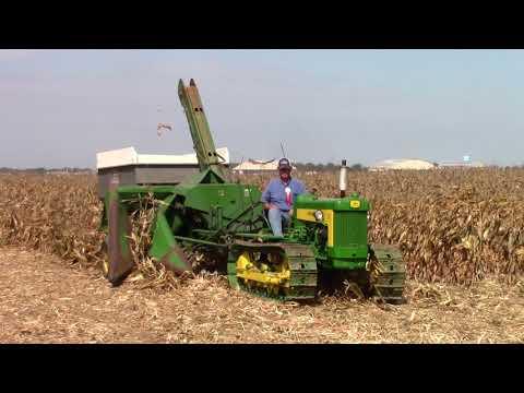 John Deere 430 Crawler Picking Corn at the Half Century of Progress 2017