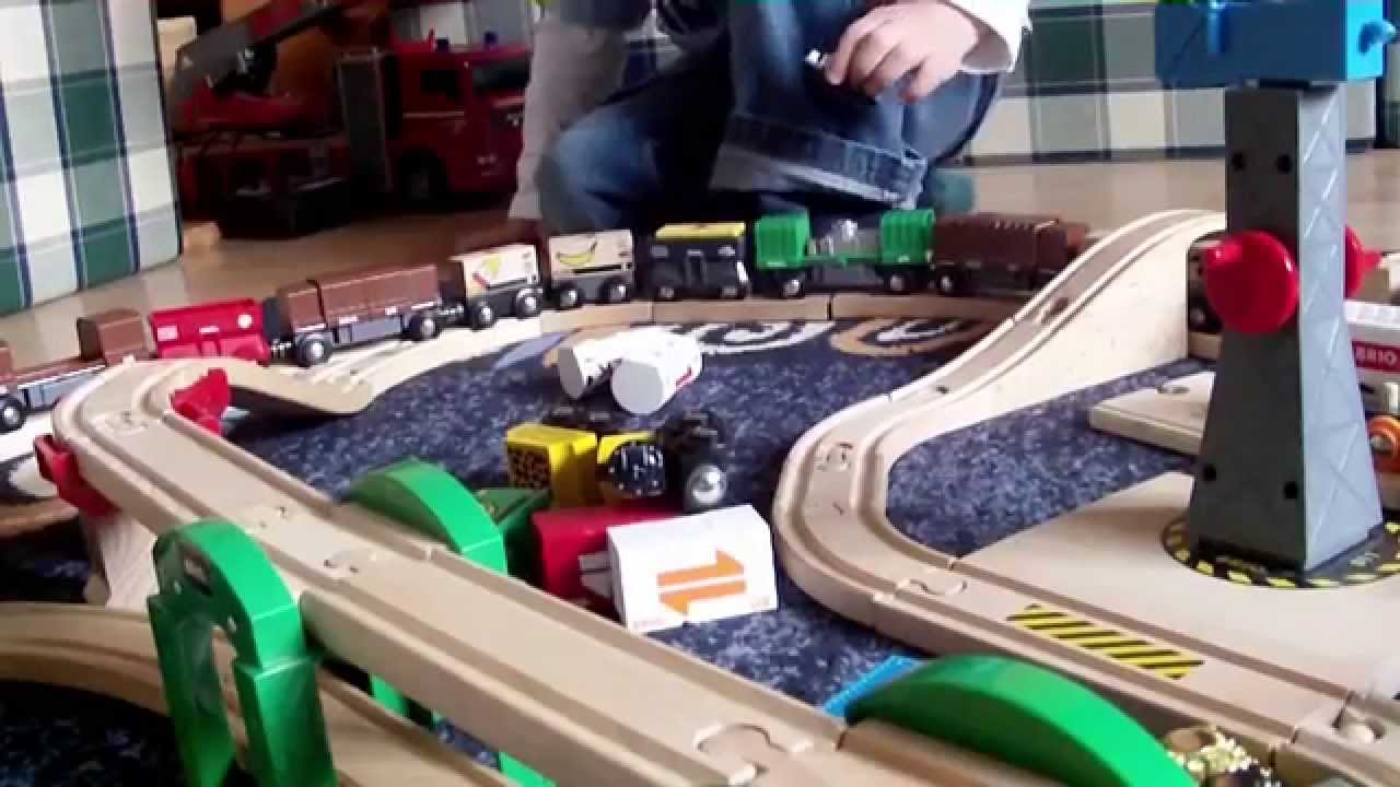 brio eisenbahn spielen big fun playing brio wooden train hd youtube. Black Bedroom Furniture Sets. Home Design Ideas