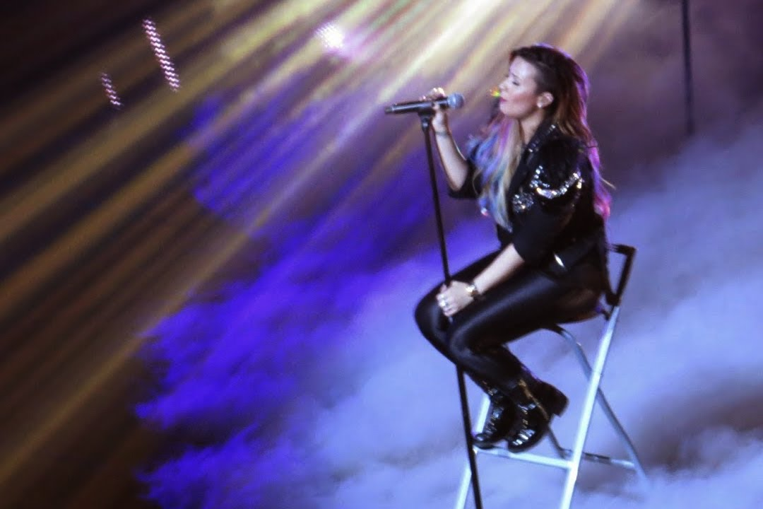 Download Demi Lovato - The Neon Lights Tour - South America [FULL CONCERT] HD