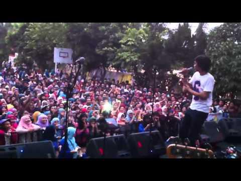 Sheila On 7 - Hujan Turun & Hari Bersamanya Live at MAN 4 Jakarta