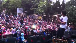 Sheila On 7 Hujan Turun Hari Bersamanya Live at MAN 4 Jakarta MP3