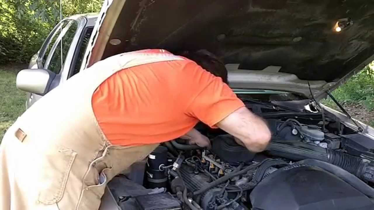 Mercury Grand Marquis Emission Tee Vacuum Leak Fix - YouTube