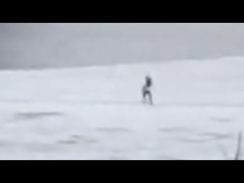 Мужик ушёл под лёд ногами вперёд. Real Video