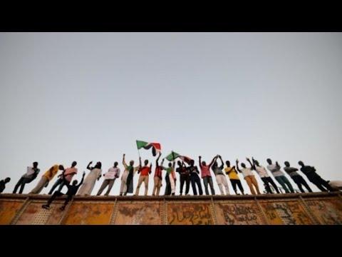 تحديات يواجهها السودان بعد توقيع الاتفاق بشأن الانتقال الديمقراطي  - نشر قبل 3 ساعة