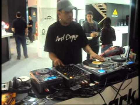 David Rodrigues ExpoMusic2010 test drive NUMARK X9