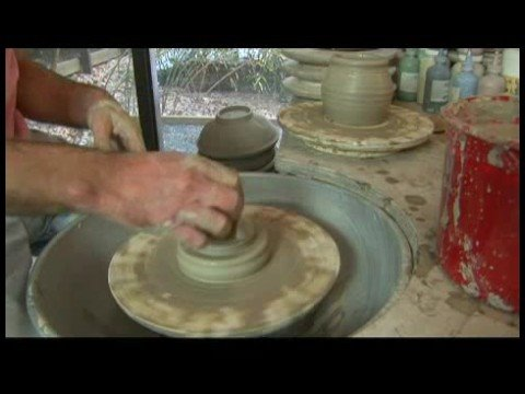 making-a-ceramic-covered-jar-:-ceramic-covered-jar-lid-smoothing
