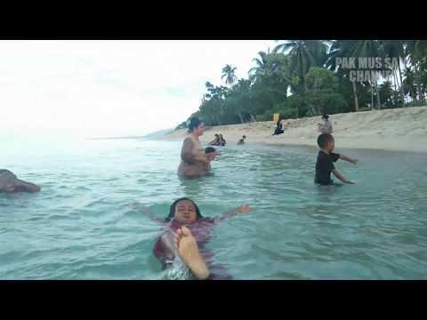 paduan-pasir-putih-dan-air-laut-yang-jernih-di-pantai-kampa,-pulau-wawonii-sungguh-luar-biasa