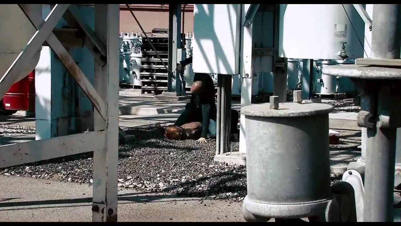 Download Crank: High Voltage [fight at the power station]