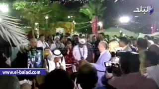 بالفيديو.. وزير الثقافة يشرب شاي على 'الركية' في افتتاح ليالي الفسطاط الرمضانية