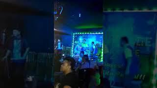 Artis/komposer Ben Simon di Mile 7 village Karaoke smlm
