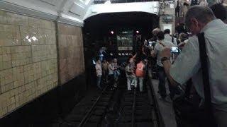 Москва: из-за пожара в метро эвакуированы 4,5 тысячи...
