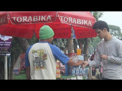 Turning Leaf Into Money Magic Impossible  (Part 2) - abracadaBRO Best Street Magic Tricks & Prank