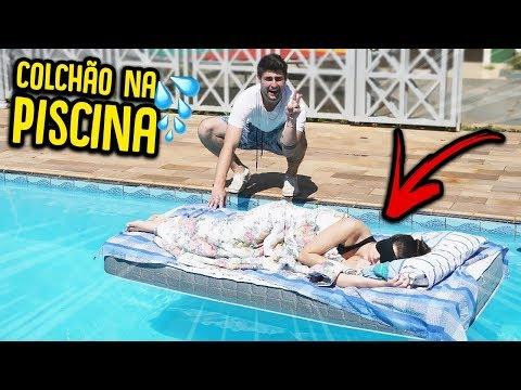 JOGUEI O COLCHÃO DA MINHA AMIGA NA PISCINA!! - TROLLANDO MINHA AMIGA!! [ REZENDE EVIL ]