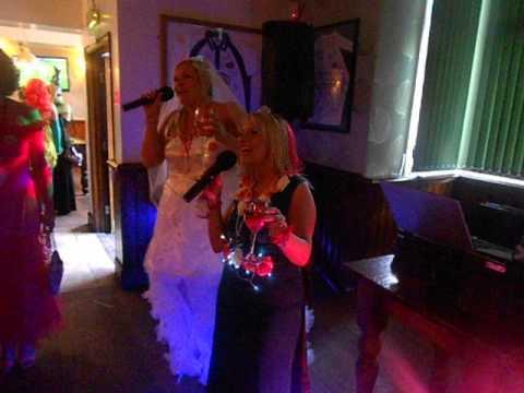 Penny Arcade Karaoke - Three Horseshoes Headingley Leeds Otley Run