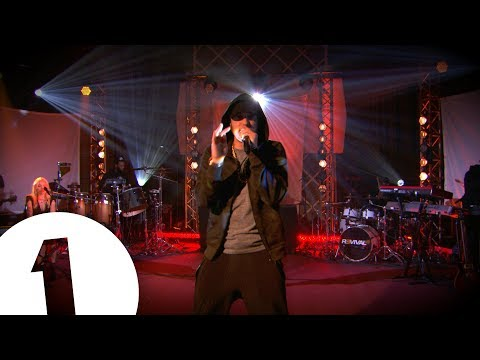 Free Download Eminem - Love The Way You Lie Ft Skylar Grey On Radio 1 Mp3 dan Mp4