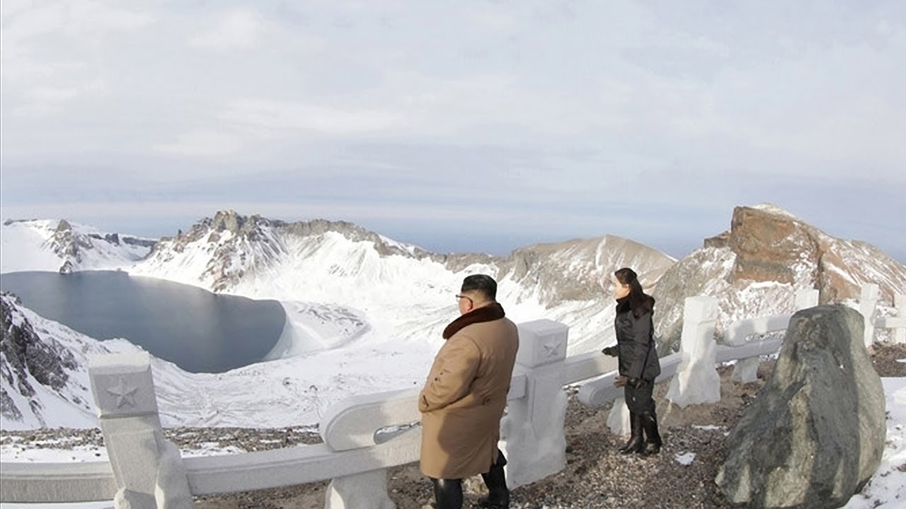 КНДР. Каждый житель Кореи должен побывать на священной горе.