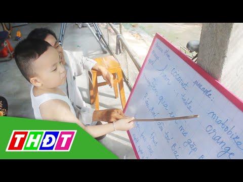 Bé trai 2 tuổi rưỡi đã biết đọc tiếng Việt và tiếng Anh   THDT