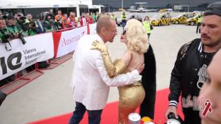 Baixar Life Ball 2015 | Aircraft arrives in Vienna