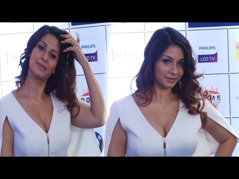Sexy Tanisha Mukherjee big cleavage Show at Opening Celebration Of JOYA thumbnail