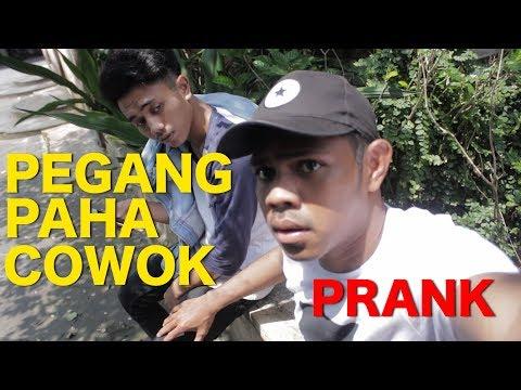 NYENTUH PAHA COWOK GA KENAL SAMBIL BILANG I LOVE U - PRANK INDONESIA