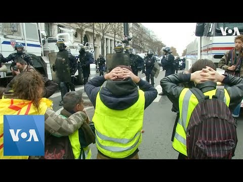 Protesters Kneel Before Police in Shopping District at Paris Protest