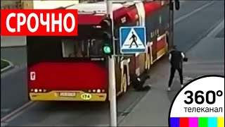 В Польше девушка ради шутки толкнула подругу под автобус - МТ