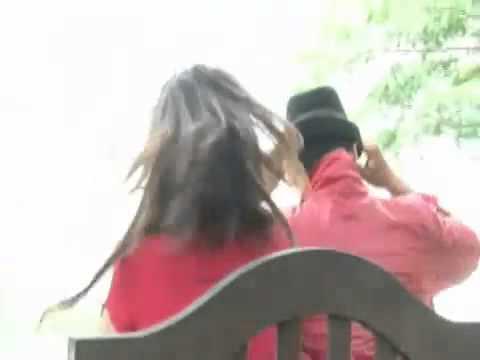 Minh Hằng bị bắt gặp tay trong tay người lạ mặt trong bar- KhánhPro.Com