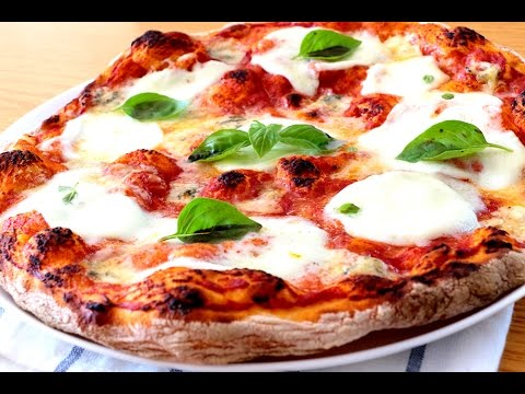 Auténtica pizza italiana. Masa de pizza ¡Sin amasar! Salsa de pizza. Horneado.