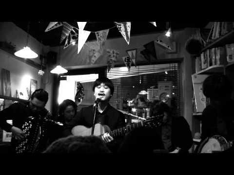 2013 0415 絵本カフェholoholo カウリスマキライブ