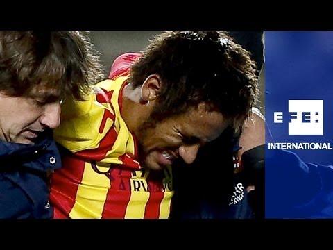 Barcelona have light training without injured Neymar