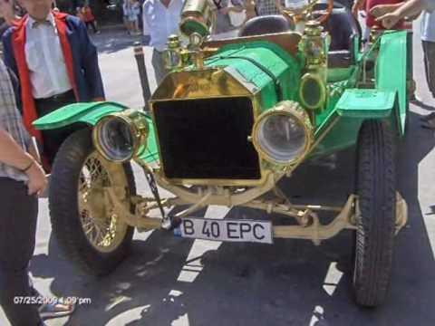 Vintage car at Ramnicu Valcea, Romania -2009