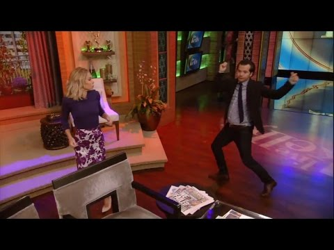 Kelly and John Leguizamo Bust a Move